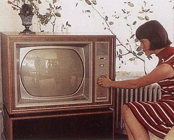 anciens postes de televisions. Black Bedroom Furniture Sets. Home Design Ideas
