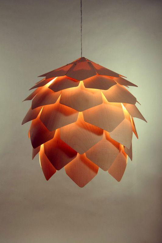 Une lampe en forme de pomme de pin for Lampe pomme de pin